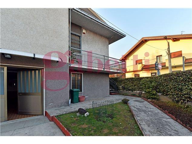 Limbiate: Villa singola in , Viale Lombardia, 12