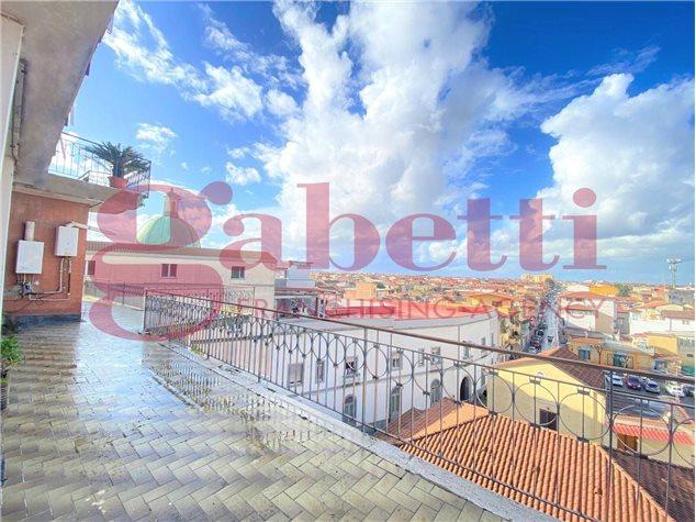 Giugliano in Campania: Appartamento in Vendita, Piazza Annunziata