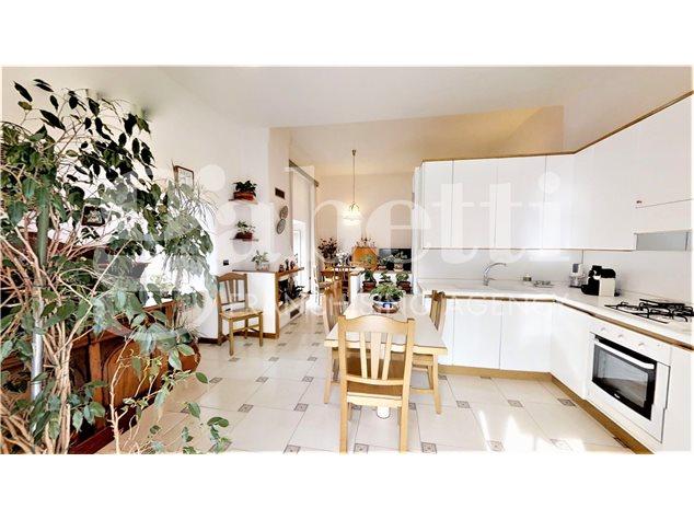 Napoli: Appartamento in , Via Dei Tribunali, 362