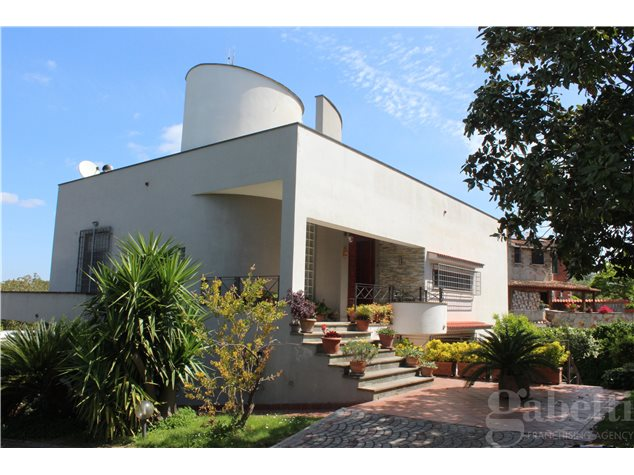 Aprilia: Villa in Vendita, Via Marmolada, 52