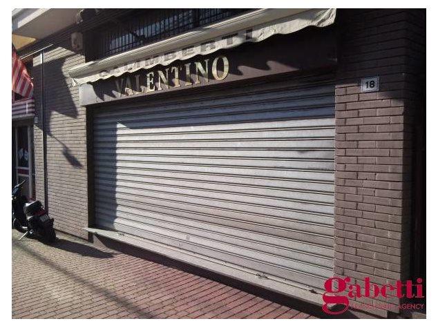 Meda: Negozio in , Corso Italia , 10