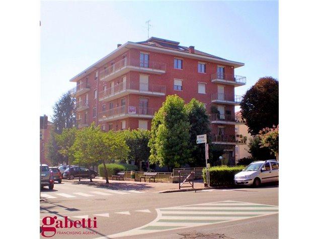 Bra: Negozio in Vendita, Via Vittorio Emanuele, 4