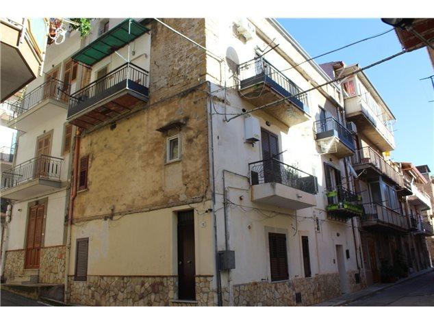 Belmonte Mezzagno: Appartamento in Vendita, Via Ciro Menotti, 12