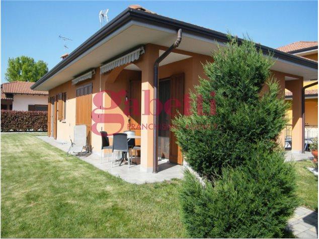 Varallo Pombia: Villa in Vendita,