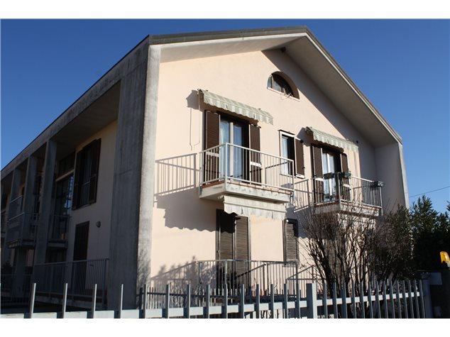 Varallo Pombia: Appartamento in Vendita,